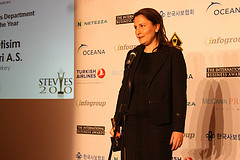Sengul Demircan of Avea accepts HR Stevie Award at 2010 International Business Awards