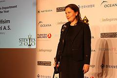 Sengul Demircan of Avea accepts HR Stevie Award at 2010 International Business Awards