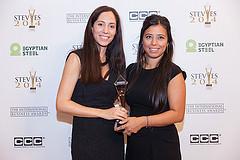 Stolze Stevie Award Gewinnerinen