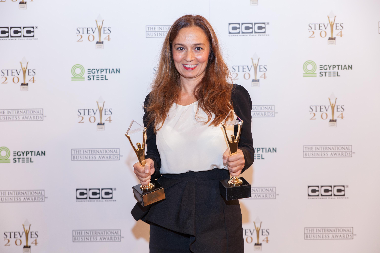 Stolze Gewinnerin der Stevie Awards 2014