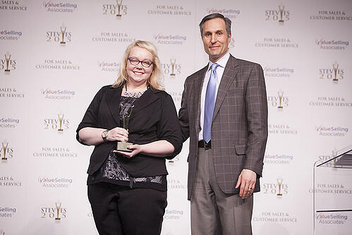 Stolze Gewinnerin der Stevie Awards for Sales and Customer Service